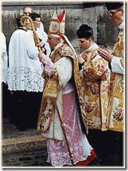 Ratzinger saying the Latin Mass