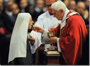 PopeBenedictCommunionNun